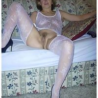 Belle femme mure exhibitionniste