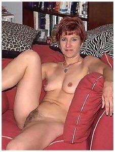 Femme rousse mature très chaude