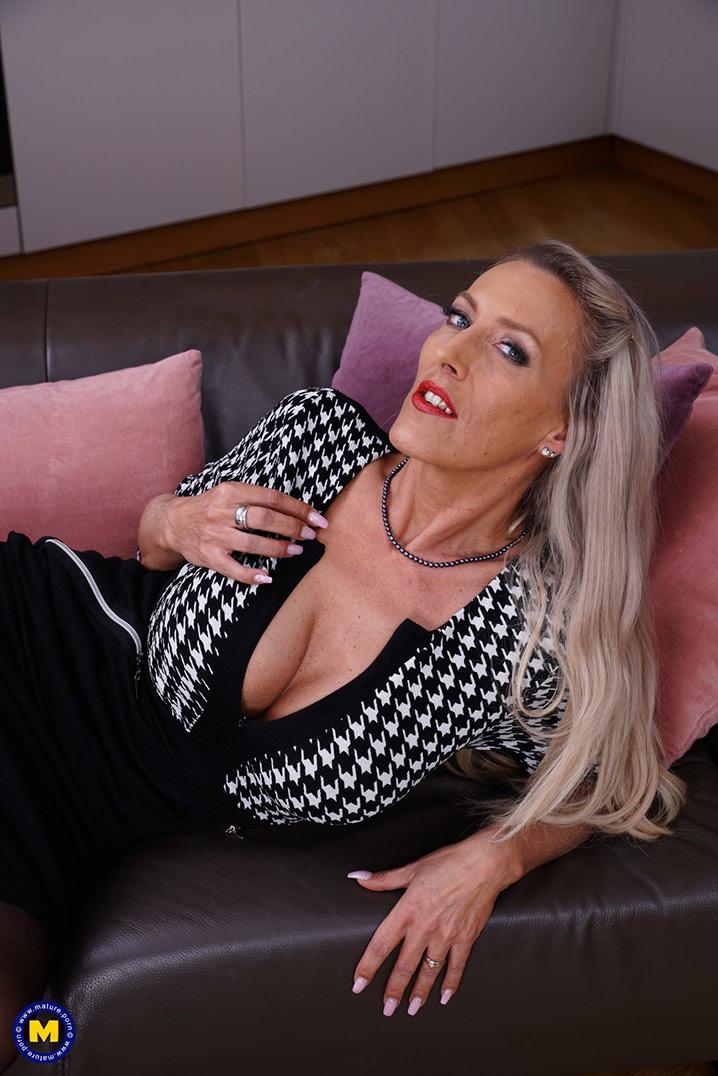 Lana Vegas cougar blonde 2