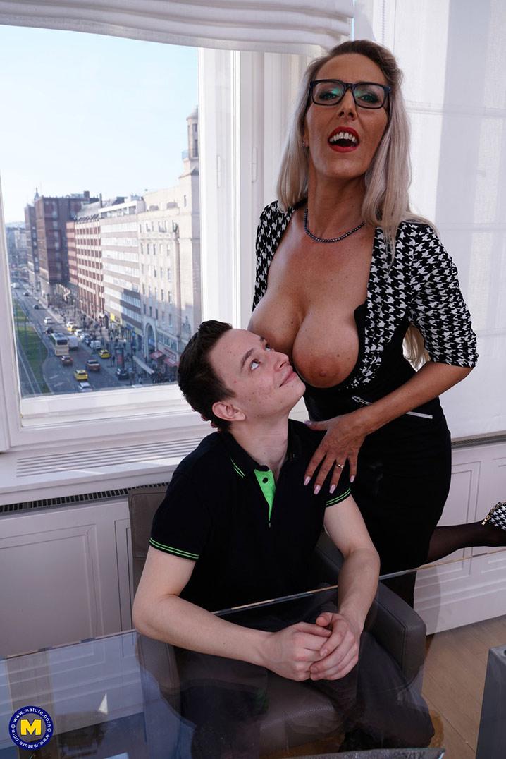 Lana Vegas cougar blonde 7