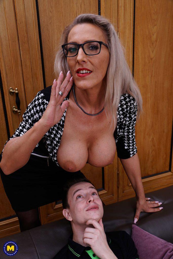 Lana Vegas cougar blonde 8
