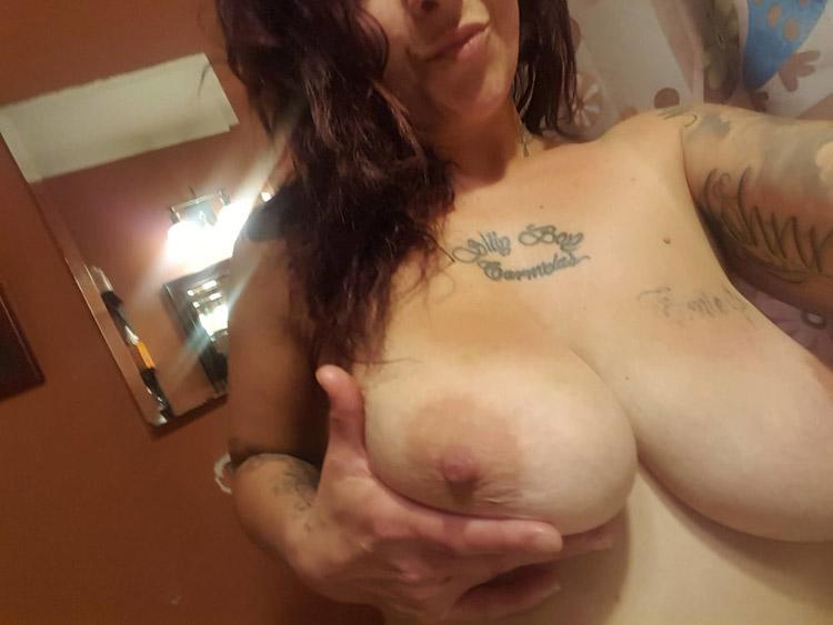 Suicide girl hot gros nichons 13