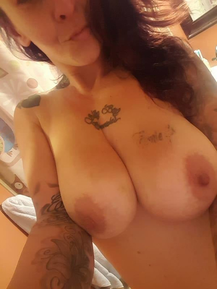 Suicide girl hot gros nichons 6