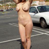 Désirs exhib de MILF américaine sur le parking